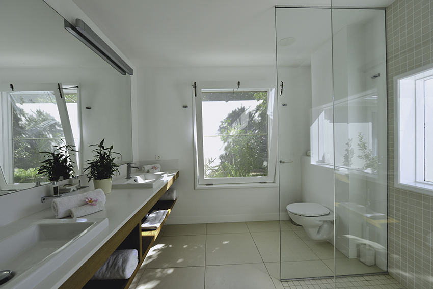 SUNRISE SUNSET - master-bathroom